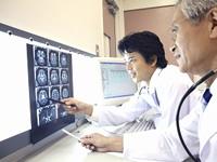 4病院にて医師の診断を受けるのイメージ